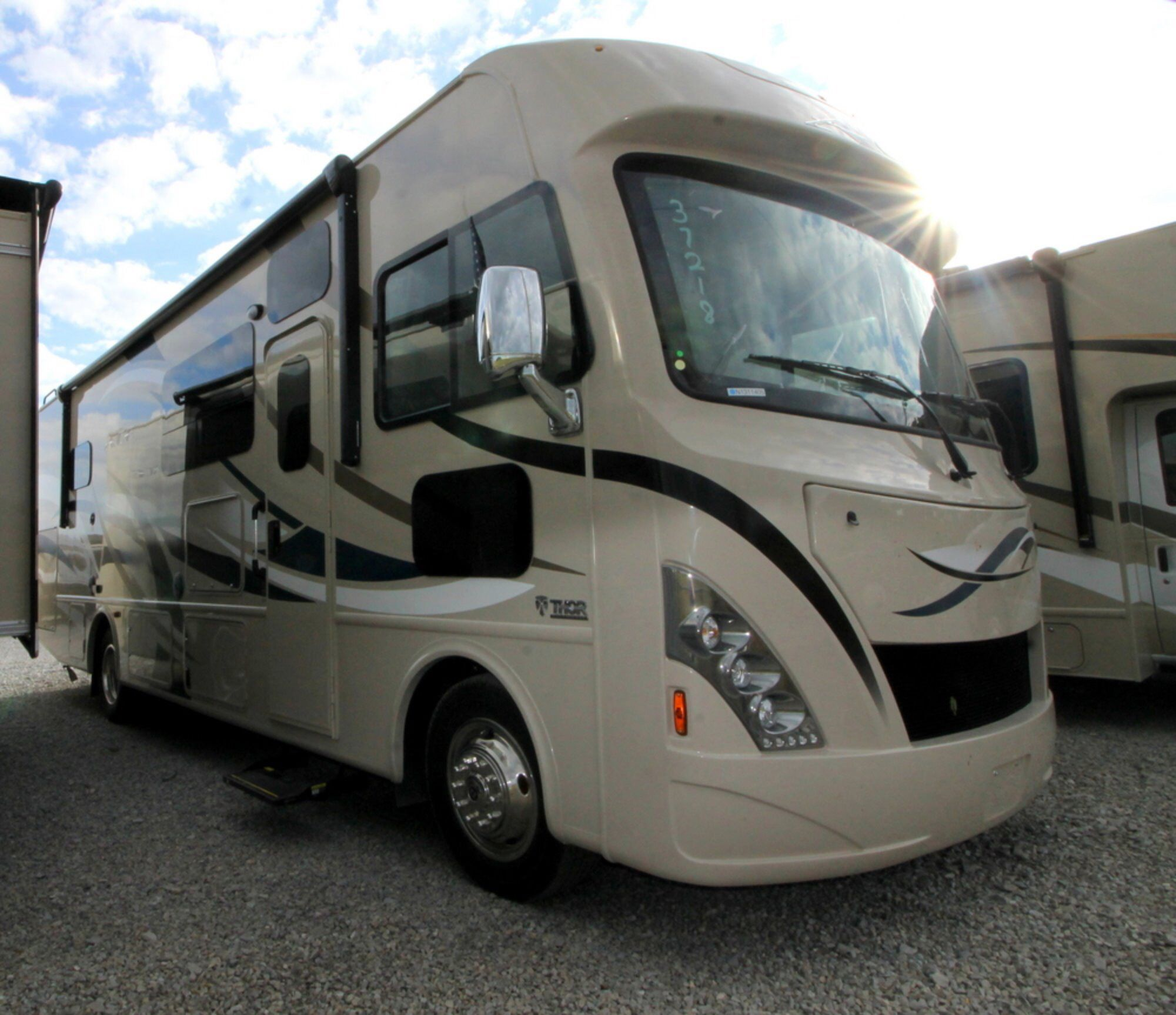 Check Out This 2017 Thor Ace 29 4 Out On Rvtrader Com Shared From