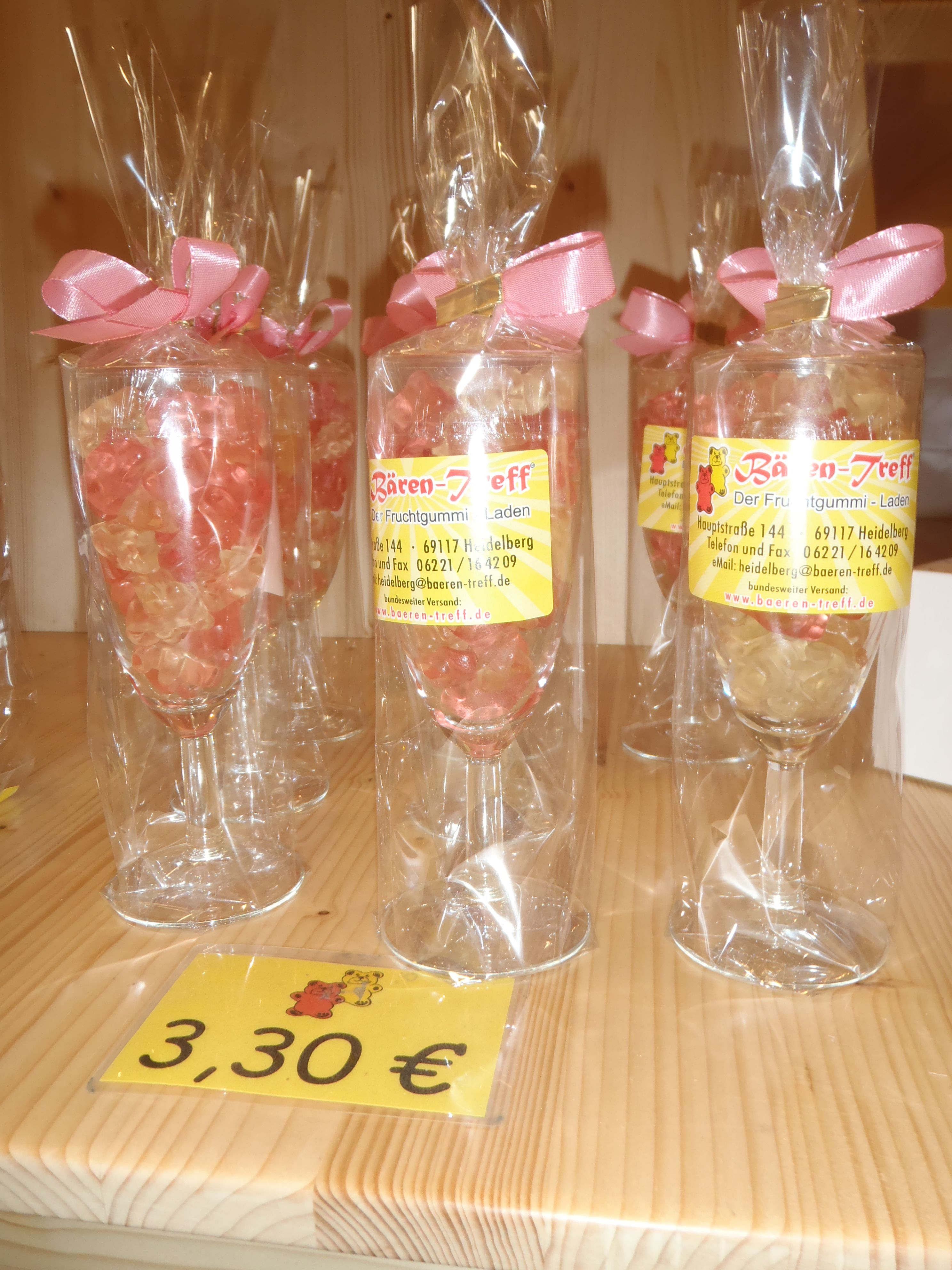 Decoration Coupe De Champagne Cute Idea For A Wedding Favor Gummy Bears In Champagne