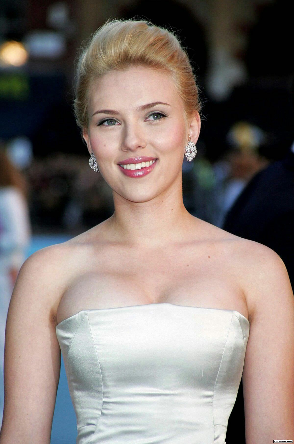 Scarlett Johansson Boobs-5011