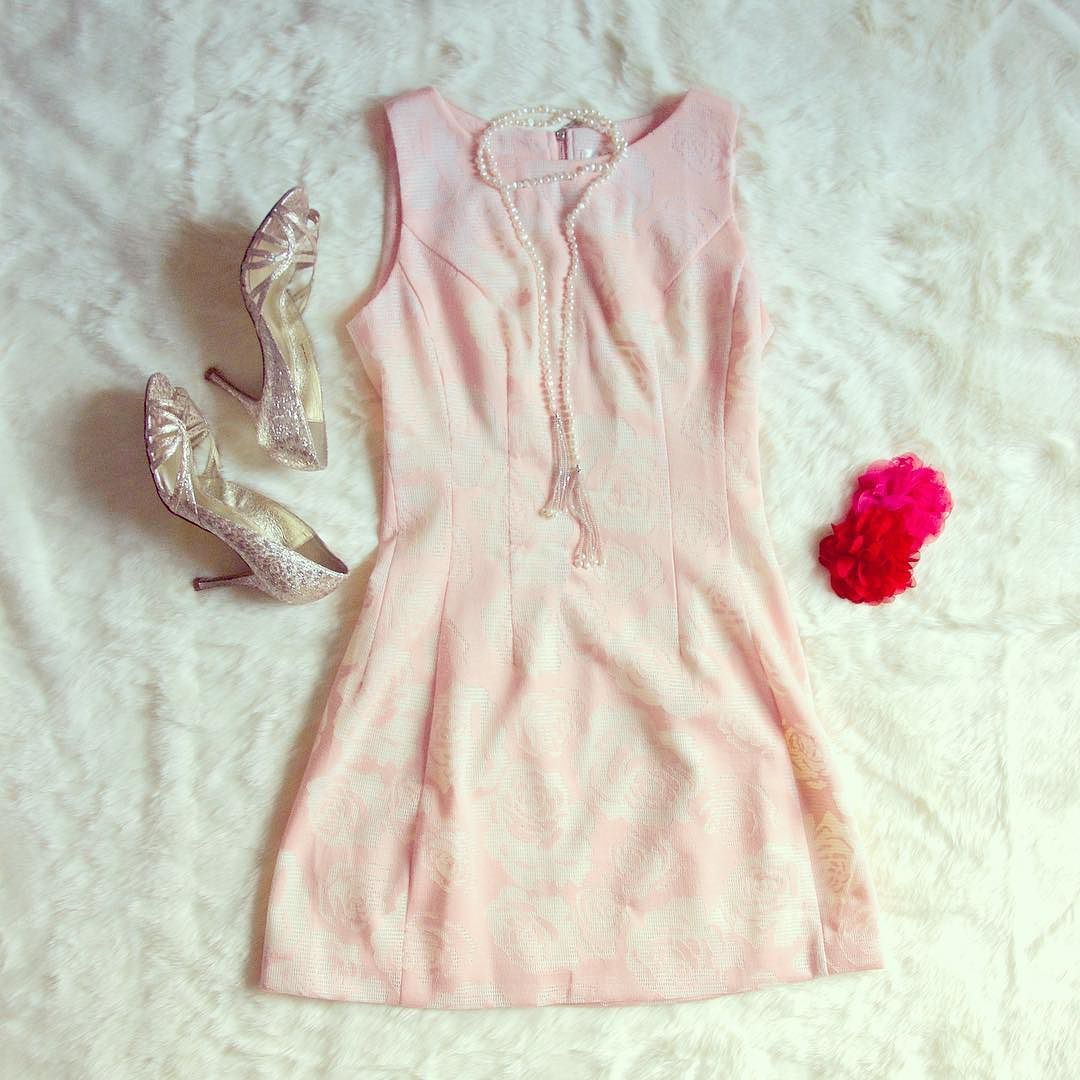 Don't kiss and tell where you got your perfect pink rose shift dress from! Get yours at ll http://ift.tt/2fie9Eu lol     #dress #dresses #dressup #dresstoimpress #dressedup #womensfashion #fashion #fashionblog #fashionista #fashionstyle #fashiongram #fashionstylist #fashionblogger #style #styleblogger #stylegram #instawear #styleinspiration #houston #houstonfashion #boutique #shopsmall #boutiqueshopping #pippaandpearl #love #instagood #valentine