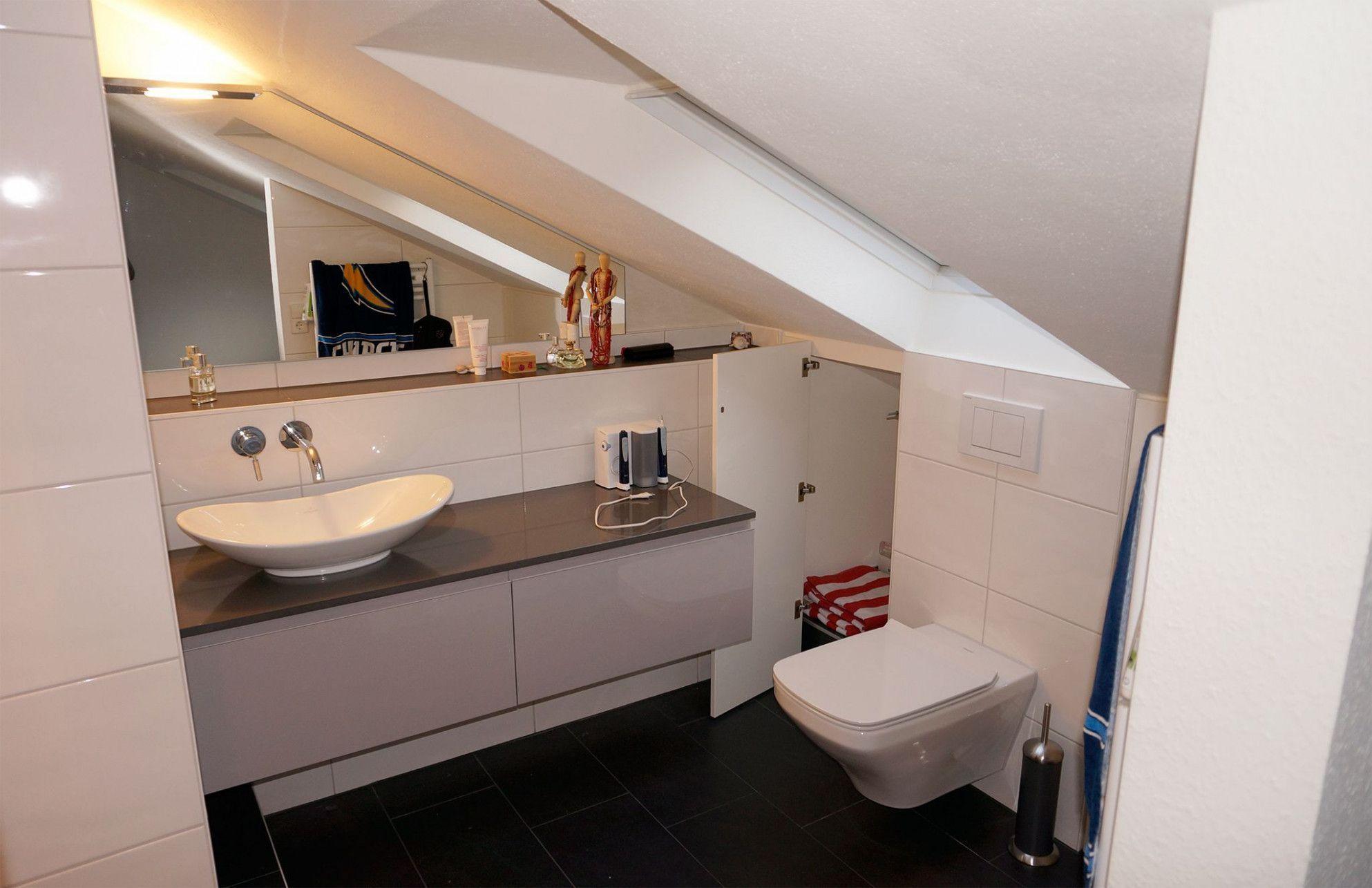 Badezimmer Dachschrage Den Hintergrund Schran In 2020 Badezimmer Schrank Altrosa Schlafzimmer Begehbarer Kleiderschrank Dachschrage