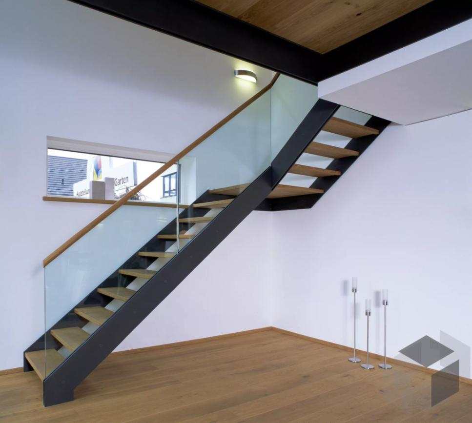 Moderne Treppe aus dem Vario Haus von Baufritz ➤ Auf der ___ ...