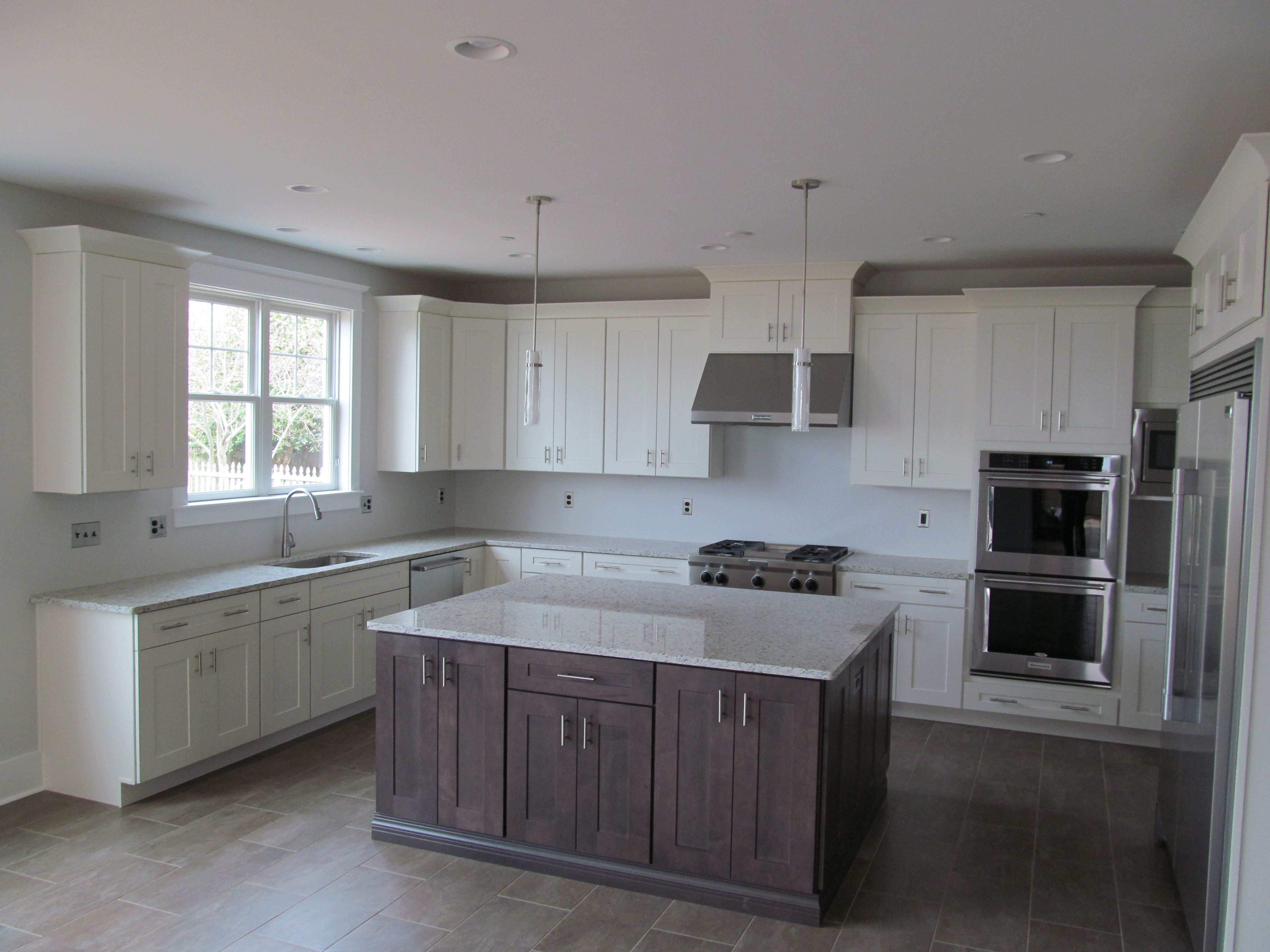 Kitchen Cabinets By Diamond Vibe Island Style Is Forte Color Riverwood Perimeter Style Is Forte Color Brie Kitchen Remodel Custom Homes Custom Home Builders