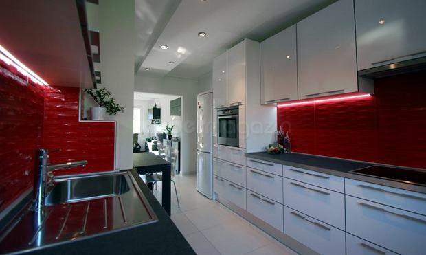 custom high gloss white kitchen in a small apartment red 3d tiles rh pinterest com