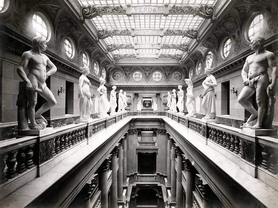 Esculturas del palacio de justicia de la ciudad de buenos aires argentina monumentos y for Min interior y justicia