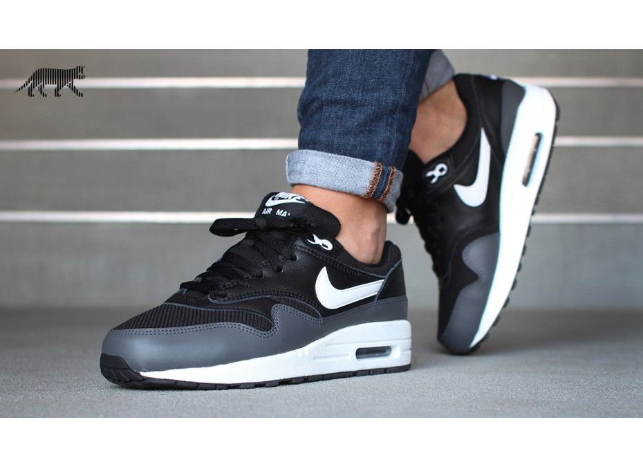 black and white nike air max 1