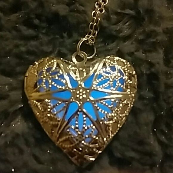 New glowing locket New glowing locket. Blue glow, long chain Jewelry Necklaces