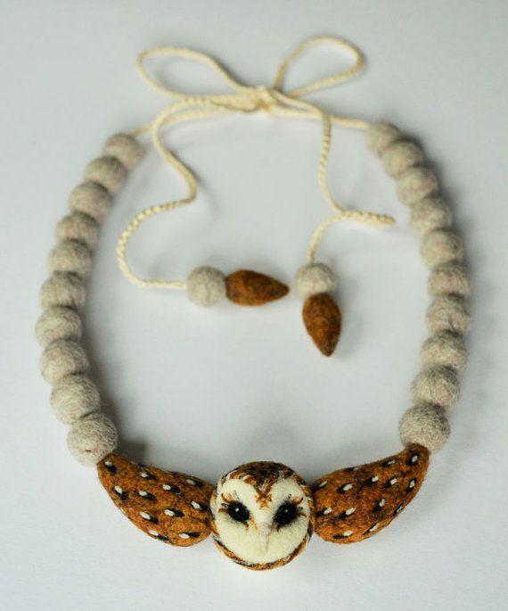 soví filcovaný náhrdelník