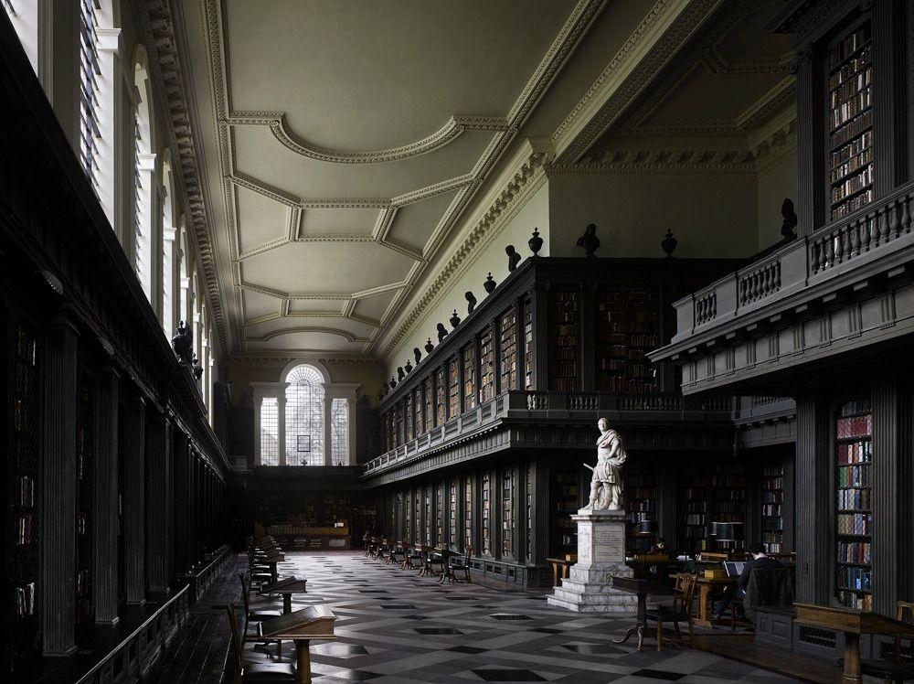 de All Souls College Oxford Librería de All Souls College Oxford  One of my favorites Codrington Library All Souls College Oxford University UK The Codrington Libr...