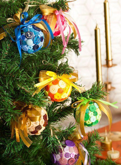 Bolas para el arbol de navidad hechas con botones