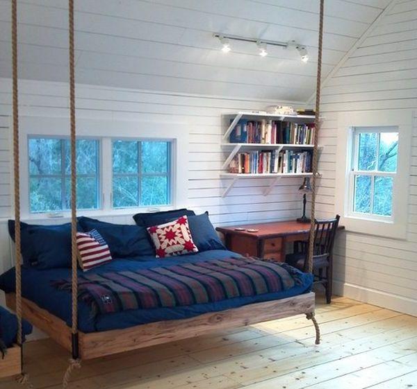 weiße wandgestaltung im schlafzimmer mit einem hängenden bett, Schlafzimmer design