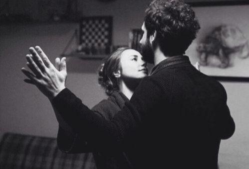 Bizim dans etmek için müziğe ihtiyacımız yok . Senin için çarpan kalbim müzik olarak ikimize de yeter. #YetmezMi #PoyrazKarayel