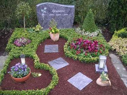 Bildergebnis für grabgestaltung #friedhofsblumen