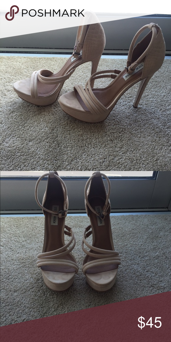 Steve Madden nude heels Steve Madden nude heels, worn once, no flaws Steve Madden Shoes Heels