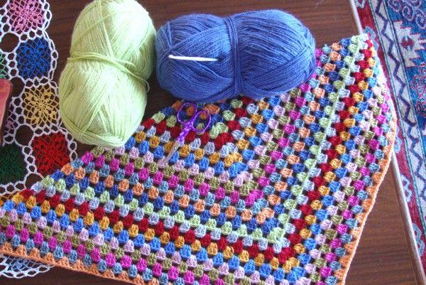 Good morning lovely ladies around the globe :) How's everything? So,   I started something for myself with the sooooo beautiful yarn Joumana sent me...(Joumana,   with every stitch I make I think of you