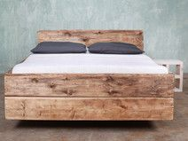 Bettkasten Holz ~ Balkenbett aus altem holz mit bettkästen altes holz bettkasten