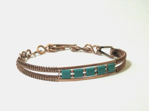 Hand crafted copper woven wire bracelet with turquoise bead accents.  Turquoise, the Southwesty color, is so popular and goes with so most wardrobe attire. The bracelet, chain links and clasp are hand