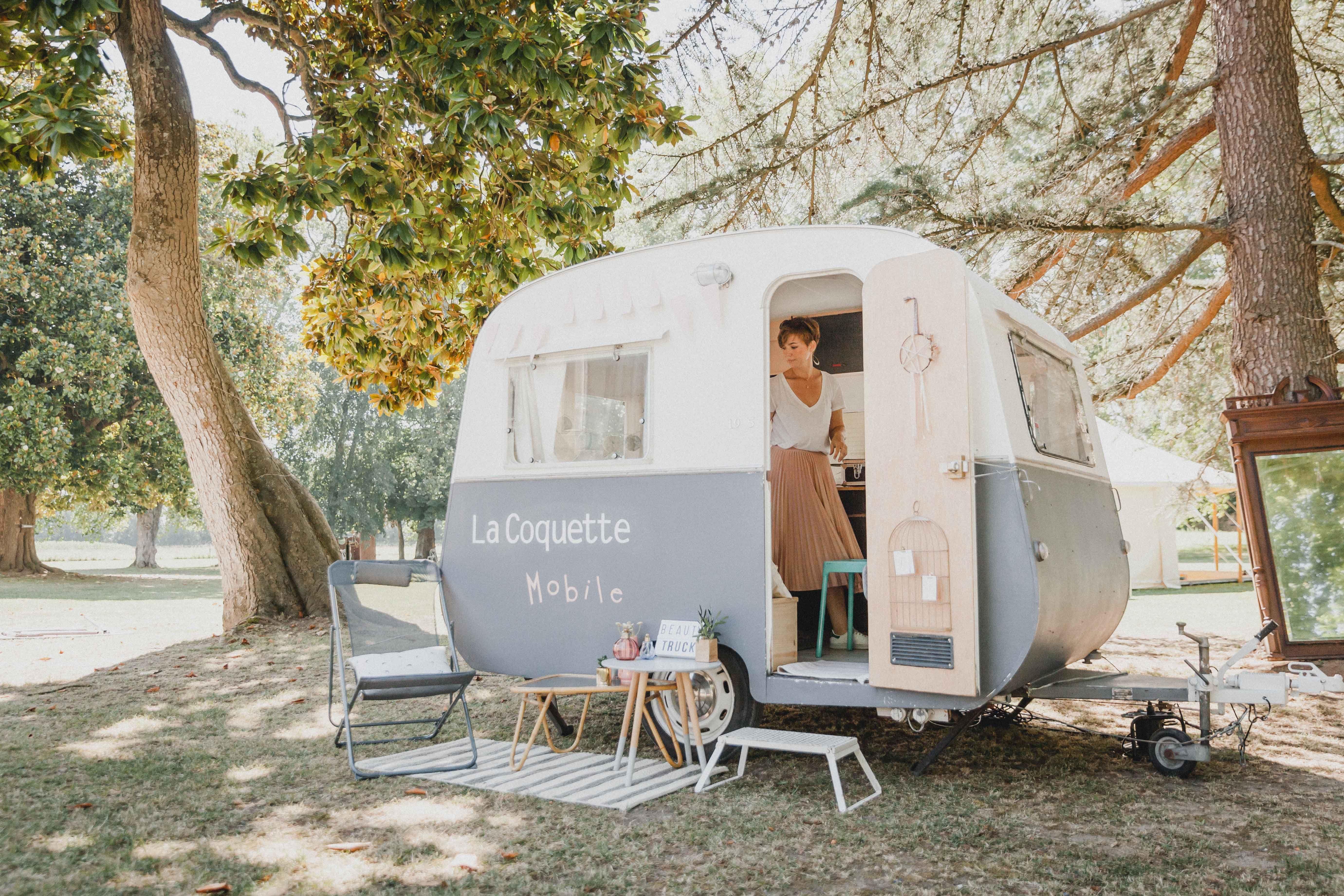 Beauty Truck La Coquette Mobile Salon De Beaute Caravane Vintage Salon De Coiffure
