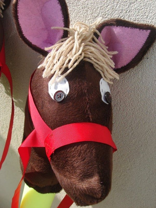 cheval baton, jeux enfants, chevaliers,cheval en tissu
