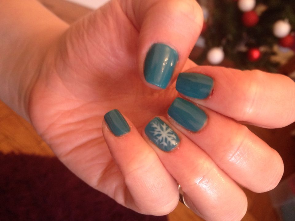 Love my new nails :-) #winter #gelish #snowflake #blue #teal #frozen ...