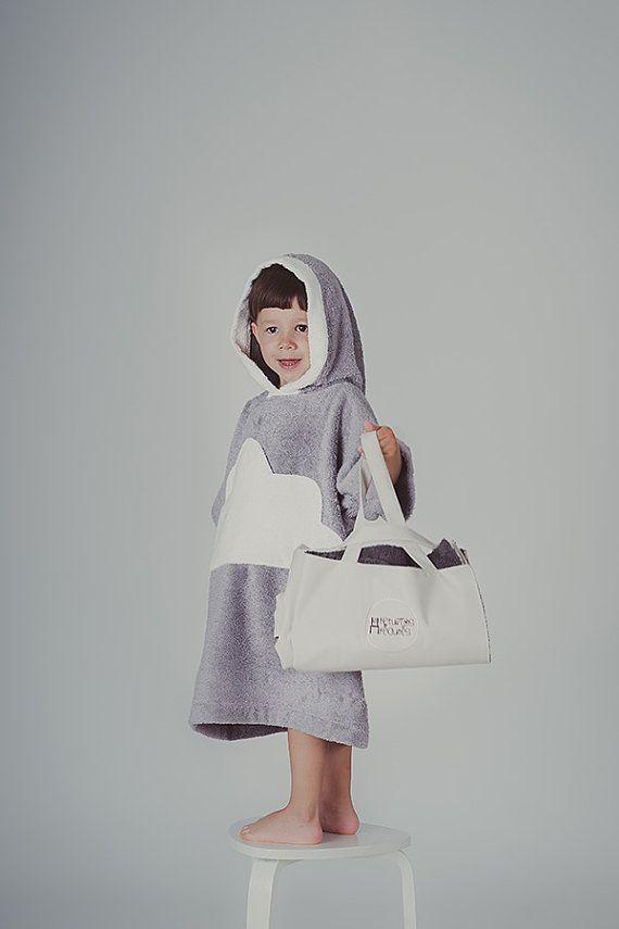 edb39319b3086 Kids beach cover up Cloud-pocket gray white - Toddler bathrobe with large  pocket -