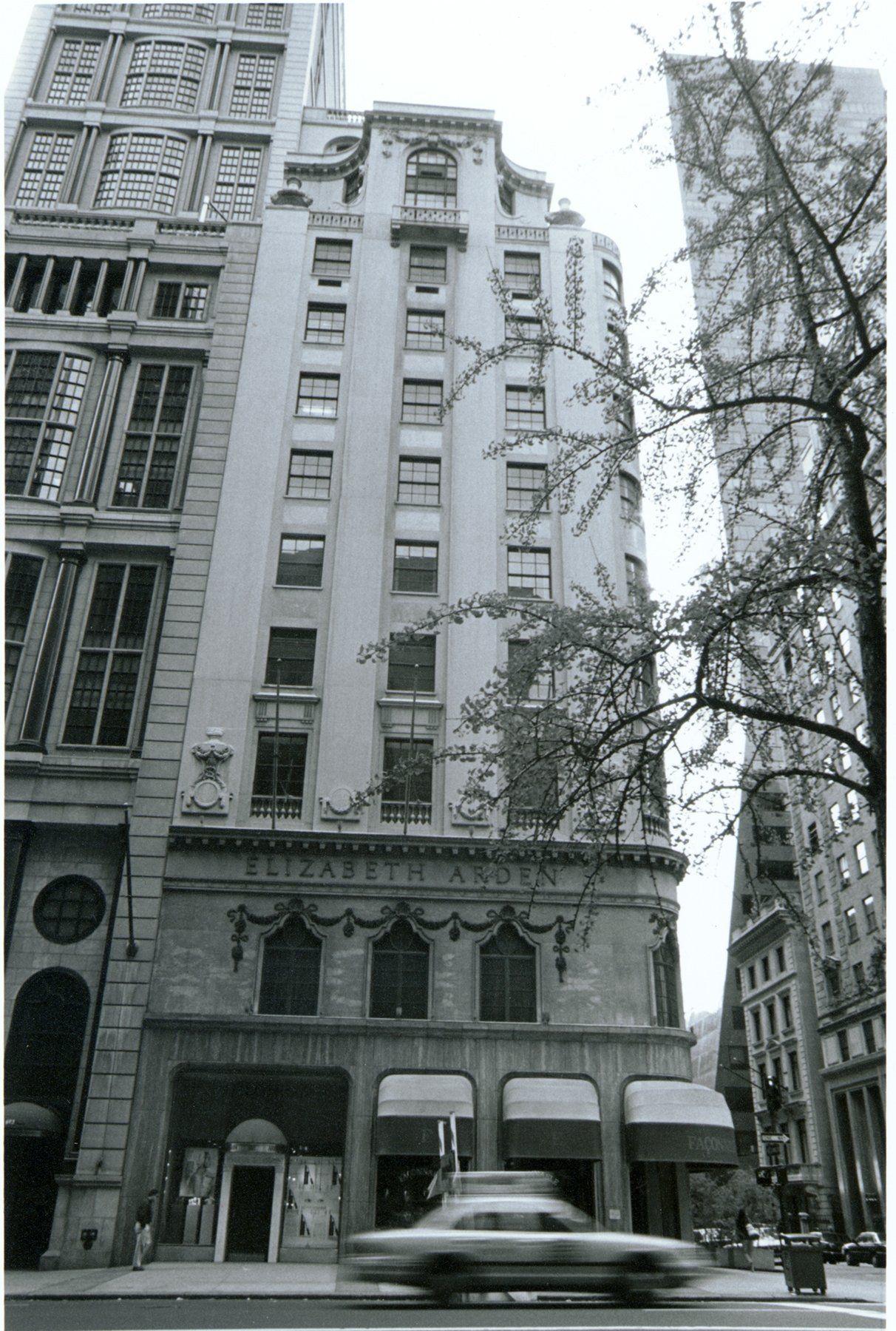Elizabeth Ardens Famous Red Door Spa 5th Avenue New York