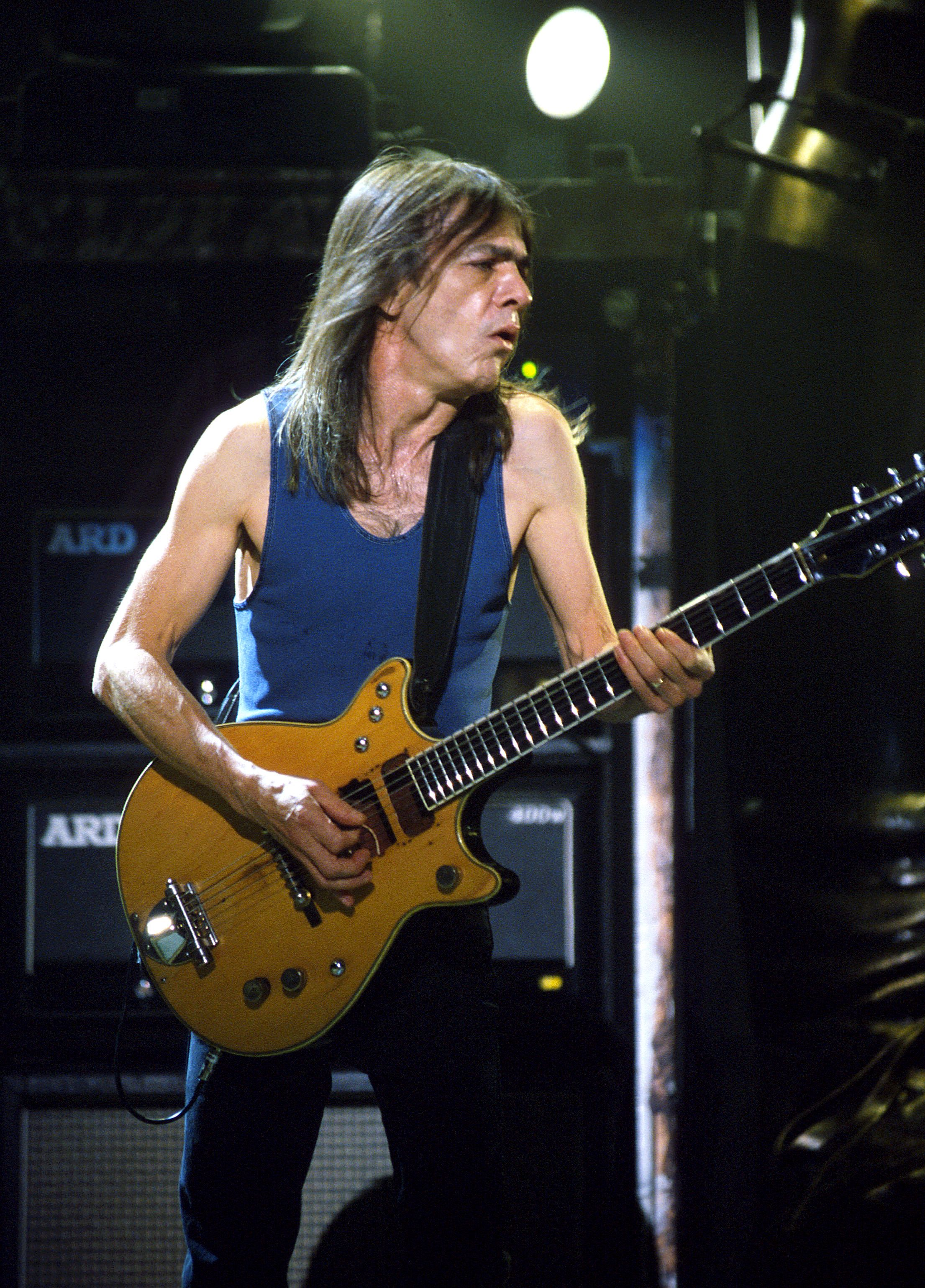 Eddie Van Halen Paul Stanley And More React To The Death Of Ac Dc S Malcolm Young Malcolm Young Acdc Young