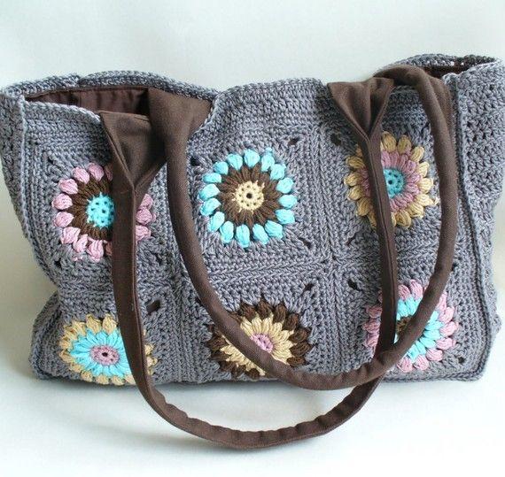 un hermoso bolso nico formado por cuadrados granny crochet luminoso y soleado resistente lona