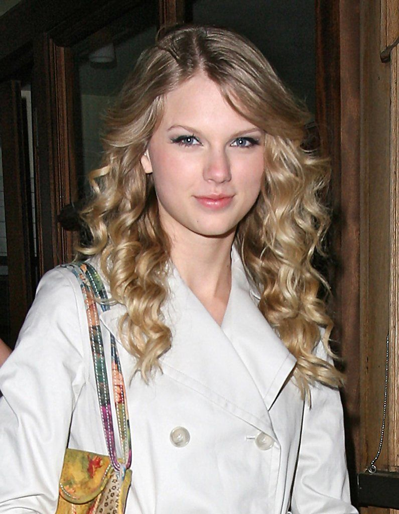 Taylor Swift - Taylor Swift Out For Dinner At The Automat Restaurant