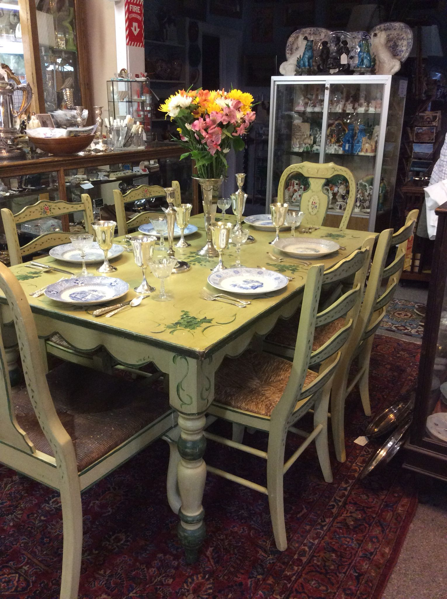 LoVe this painted table set with beautiful sterling and transferware!