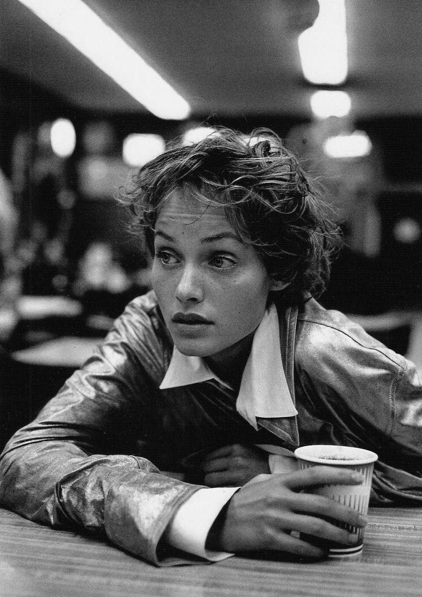 Quién quierenuna café con Amber Valletta?  Photo by Peter Lindbergh - Born: November 23, 1944, Leszno, Poland