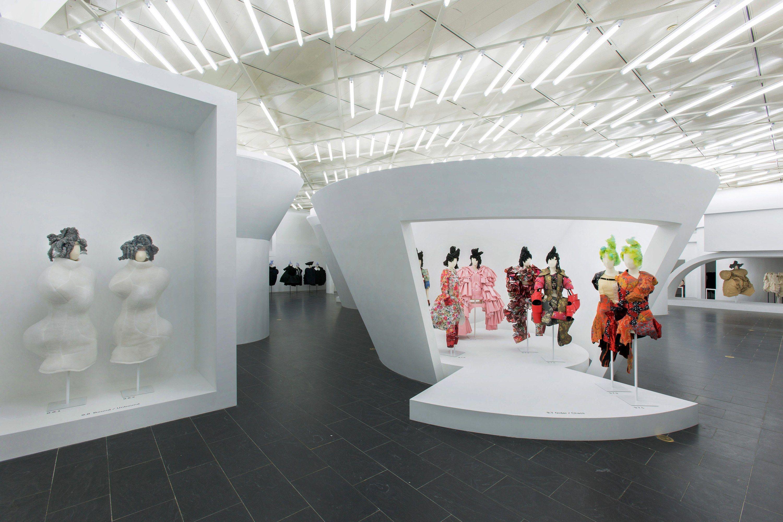 Rei Kawakubo Comme Des Garcons Art Of The In Between Rei Kawakubo Fashion Installation Exhibition