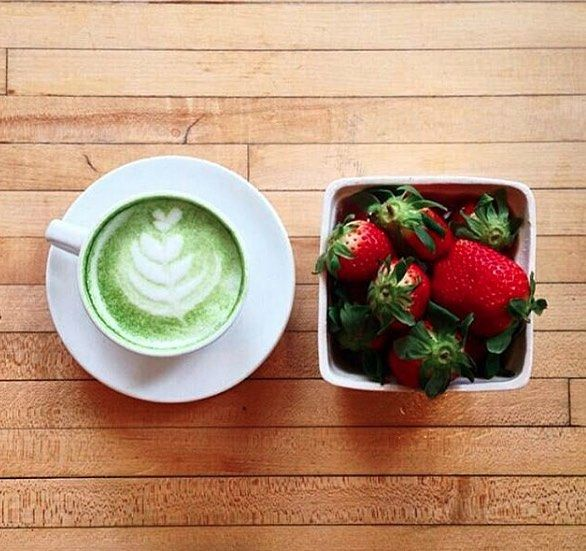 Creamy Matcha Lattes and fresh Berries are the perfect snack. We love a clean green energy   #thematchaadvantage #liveamoda
