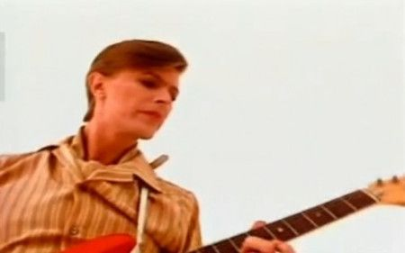 David_Bowie_Be_My_Wife_1977-500x312