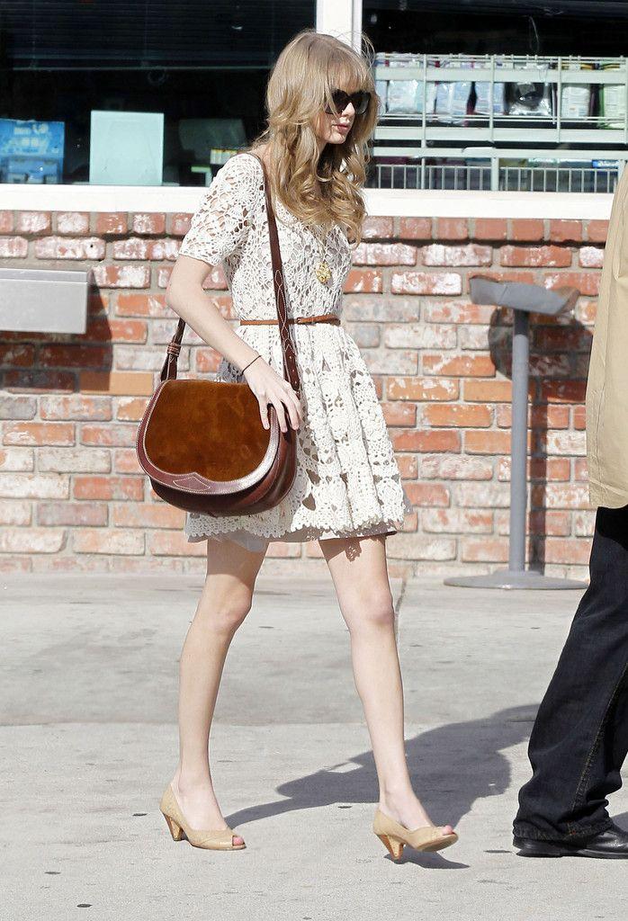 We ♥ kitten heels: Taylor Swift