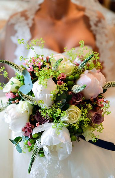Bride's bouquet. Wedding photography by Weddings by JPL Photography