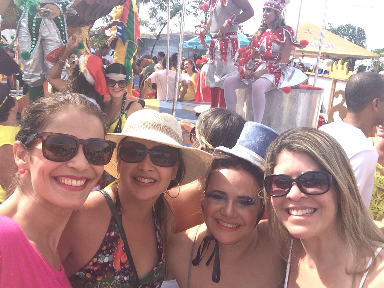 Olha nós meninas! Carnaval...