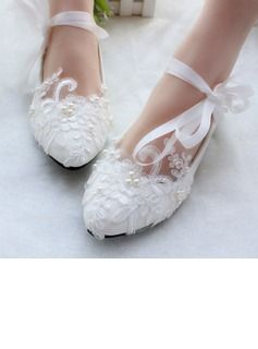 898351eebc5 Women s Patent Leather Flat Heel Closed Toe Flats With Imitation Pearl Lace- up Applique (047106269)