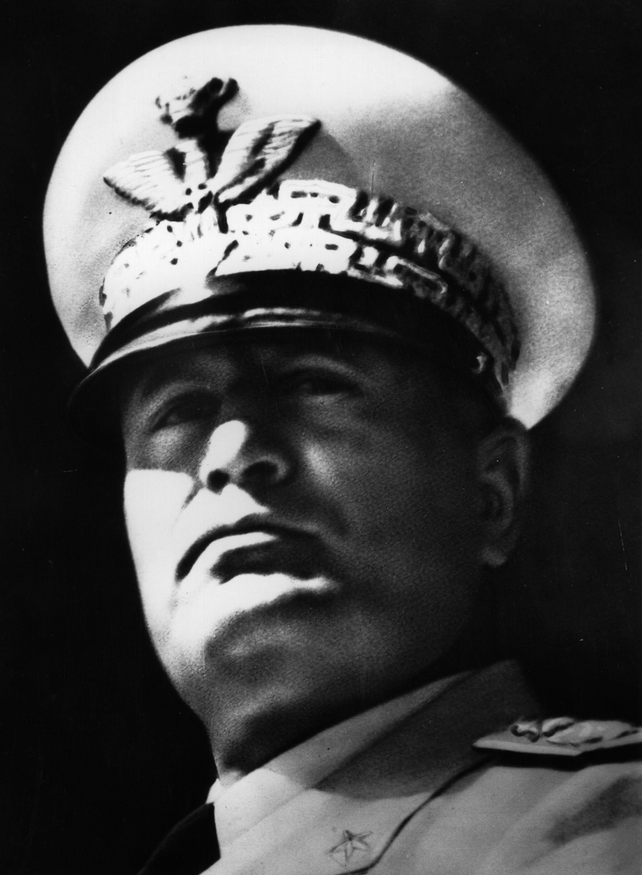 Pin Em Mussolini