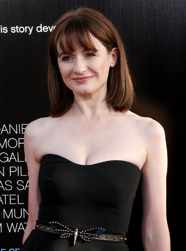 Premiere Of Hbo S The Newsroom Emily Mortimer Cute Hairstyles For Short Hair Actresses