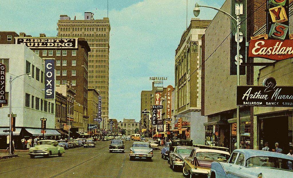 Austin Avenue, Waco, Texas, 1950s (Publisher BW News