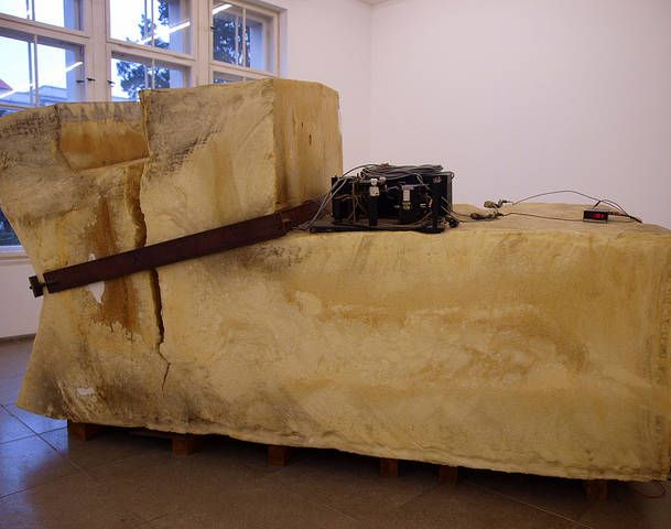 Hamburger Bahnhof :: Joseph Beuys: Unschlitt/Tallow - Skulptur, die nicht kalt werden will, 1977 | Skulpturen, Kalt, Bahnhof