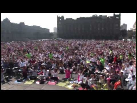 Largest Yoga Class in the World - Share the Light of Community! - YouTube