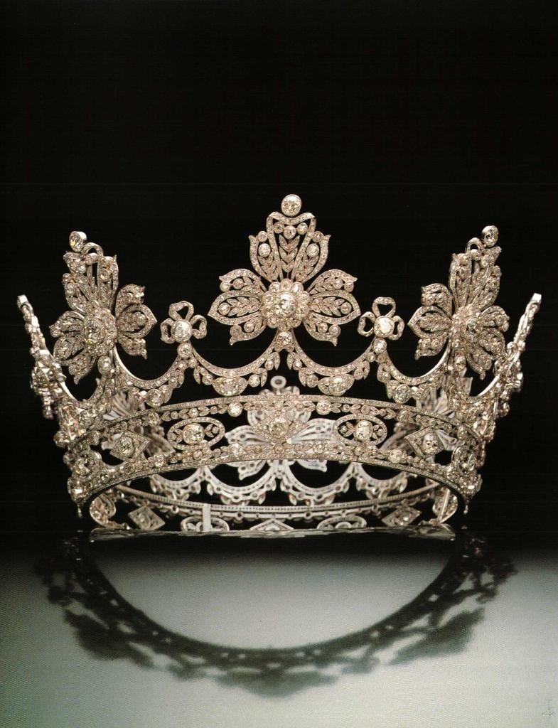 تيجان ملكية  امبراطورية فاخرة 25191fd7f76833958c797f28b04b7777