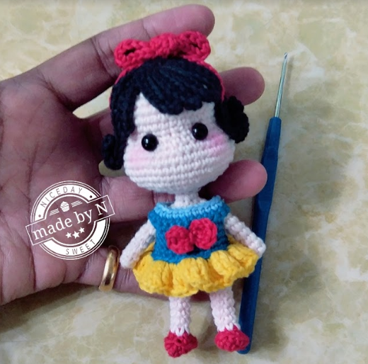 Free mini Snow White doll crochet pattern | amigurumi | Pinterest ...