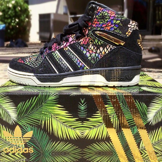 #TeamKoF @nerdlikejazzy picked up the new @bigsean x @adidasoriginals Metro Attitude, inspired by the G.O.O.D Music studio in Hawaii. Release: Sept. 13 for $165.