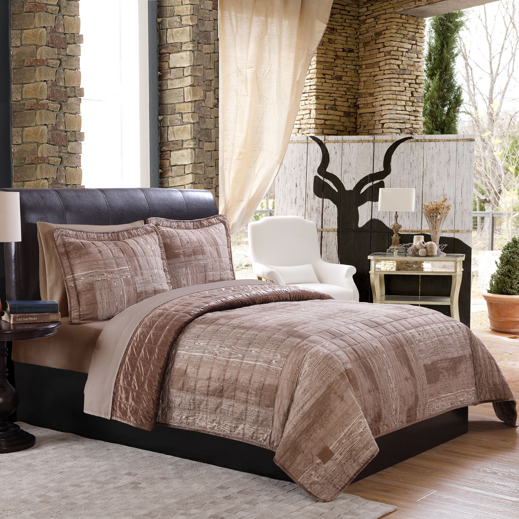 You'll discover the authentic look of wood grain on a quilted fabric is a fabulous look for your bed. This is a winter-weight quilt, made for extra warmth.
