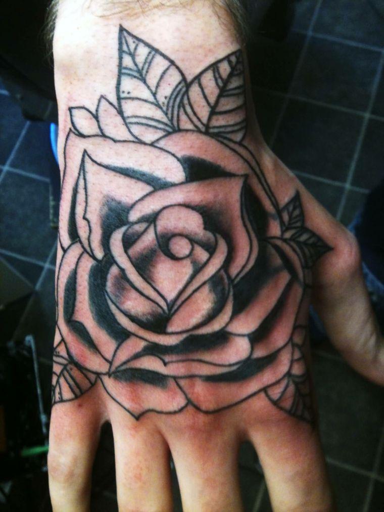 mano tattoo, una grande rosa in bianco e nero con alcune foglie. idea  tatuaggio