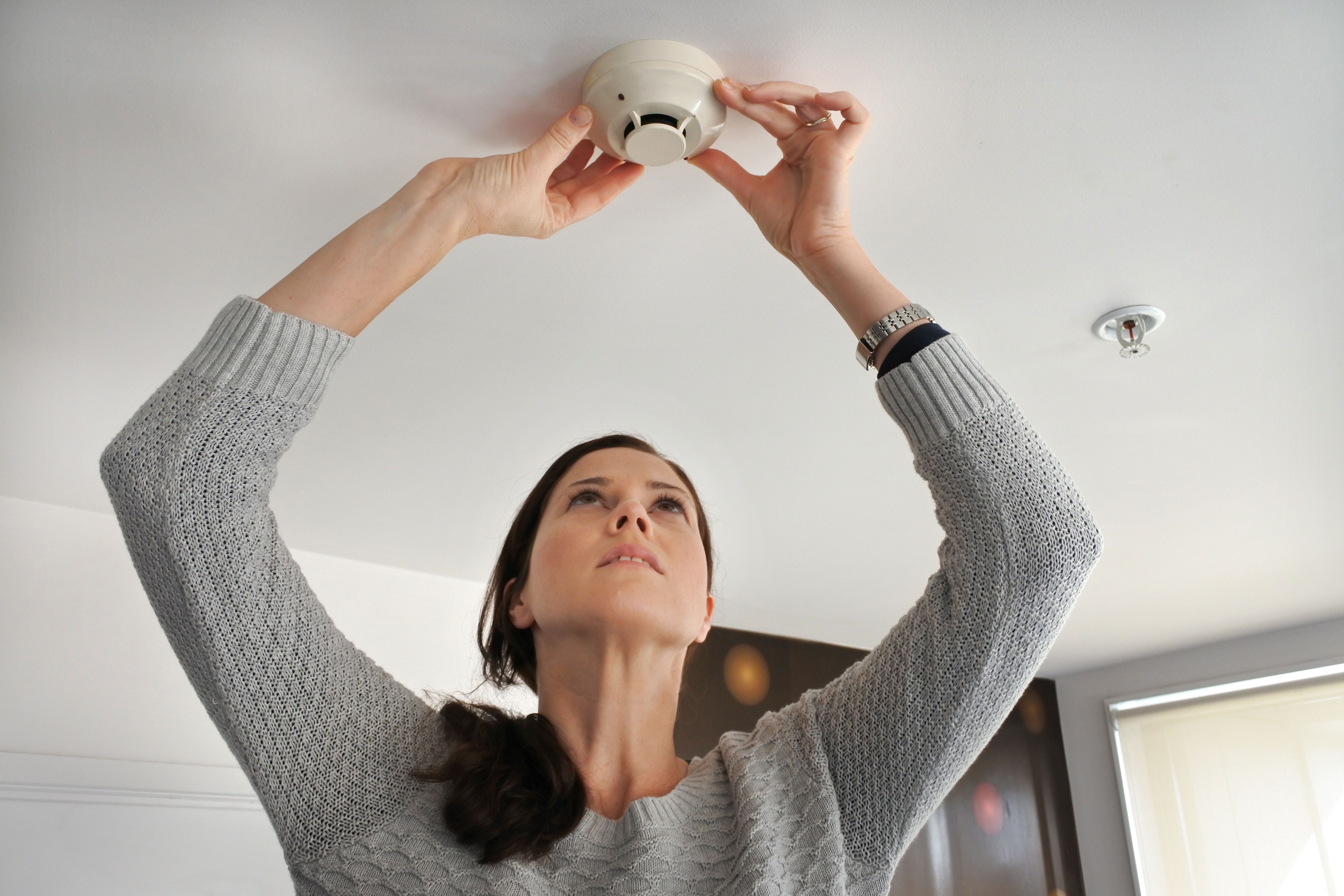 What Could Cause a Wired Smoke Alarm to Go off? Smoke