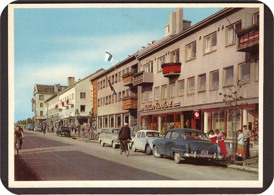 Narvik i Nordland fylke. Kongens Gate. Drosjebil X-136. Utg Aune forlag 1950-tallet